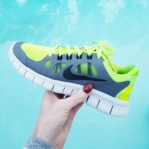 Nike Free Run 5.0 platinum volt yellow size 4Y